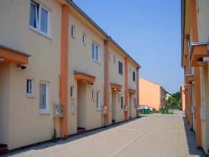 Stambeni blok između ulica Vuka Mandušića, Čenejske i Otokara Keršovanija, Slana Bara